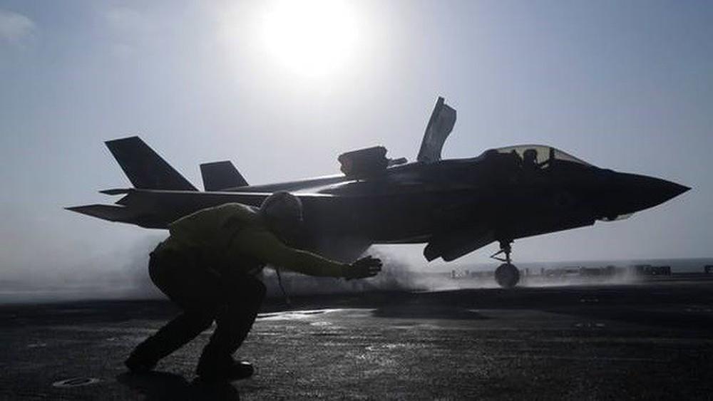 Răn đe Trung Quốc, thủy quân lục chiến Mỹ thực hành chiếm đảo - Ảnh 1.