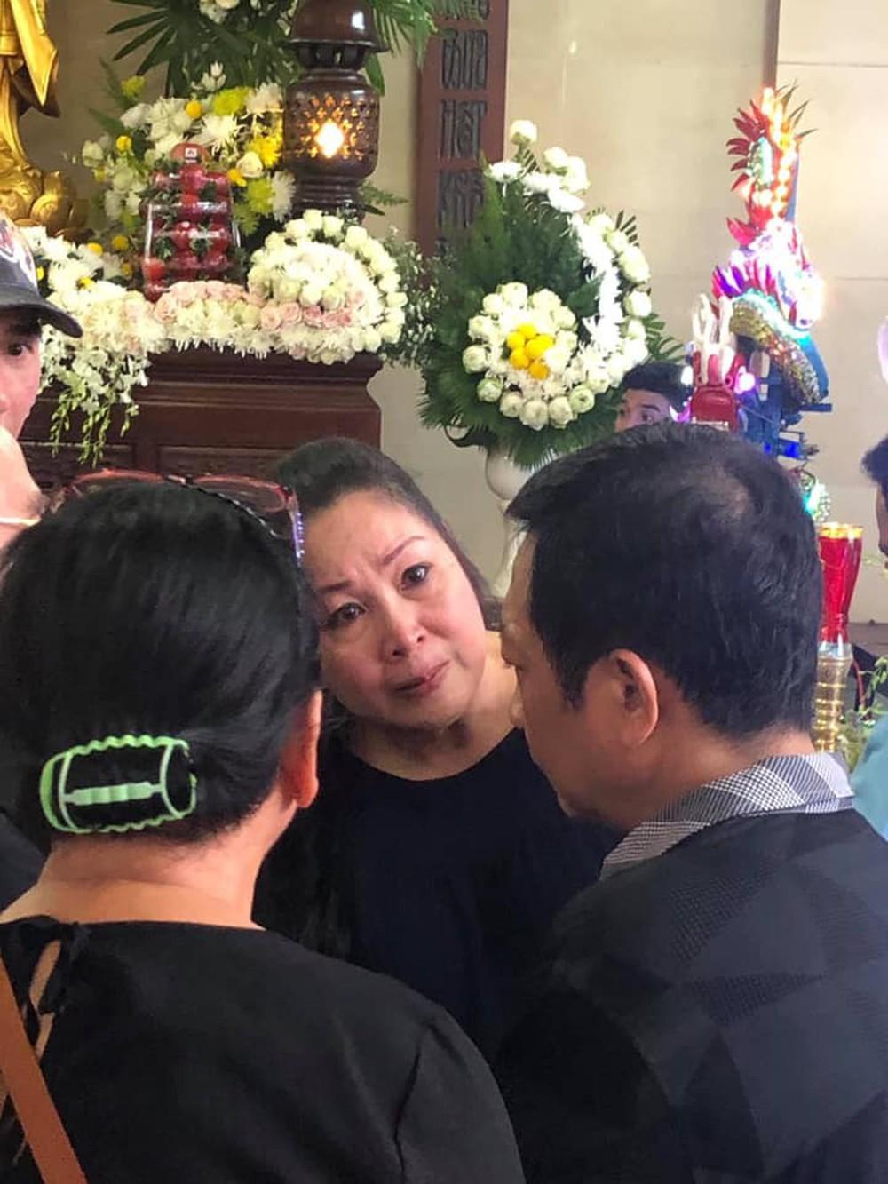Bố Anh Vũ thất thần, mẹ ngất xỉu vì quá đau đớn, vẫn chưa thể nhìn thấy thi hài con - Ảnh 16.