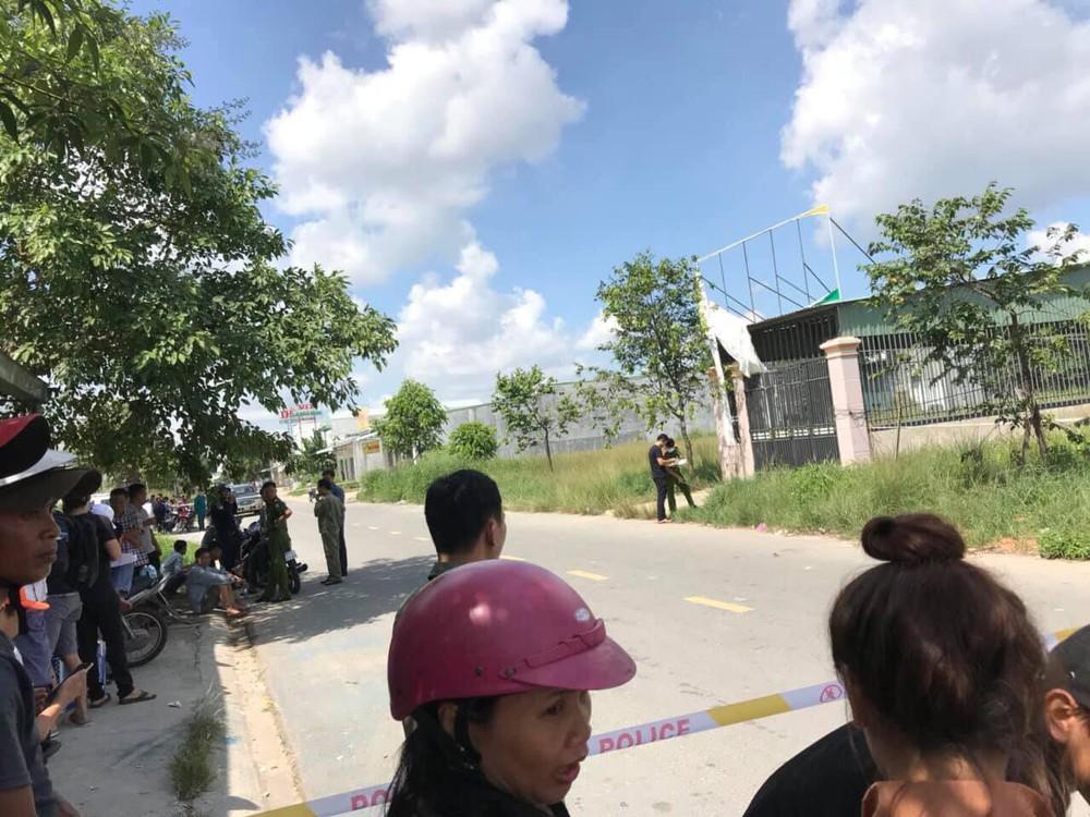 [Nóng] Công an đang khám xét ngôi nhà thứ 2 trong vụ 2 thi thể bị đổ bê tông giấu trong thùng nhựa - Ảnh 1.
