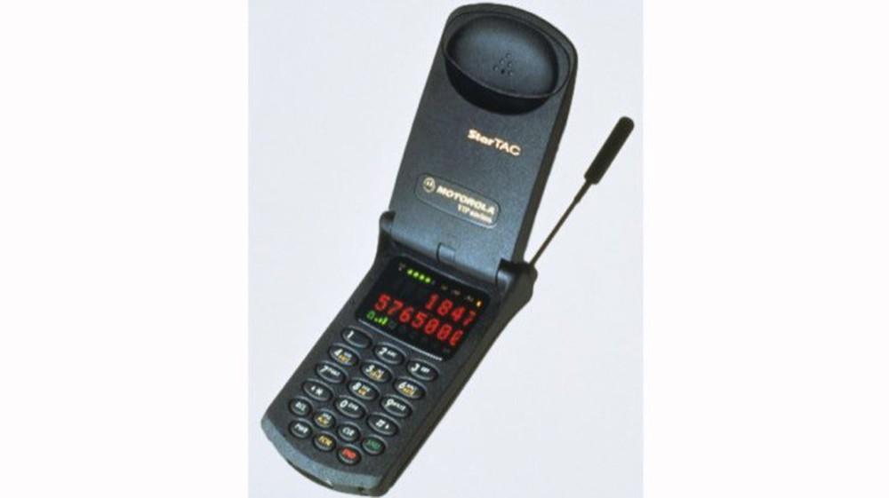 Nhìn lại lịch sử điện thoại màn hình gập, 30 năm sau Motorola MicroTAC - Ảnh 2.