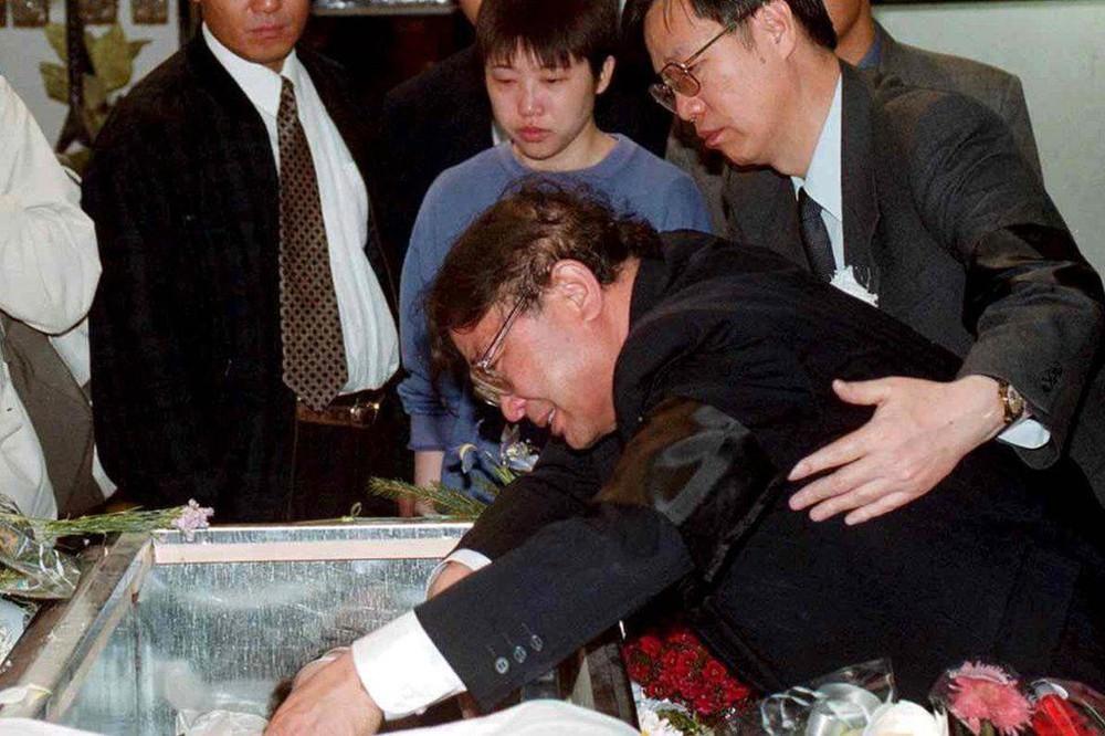 Sai lầm nhuốm máu của Mỹ trong vụ ném bom ĐSQ Trung Quốc: Nước mắt vẫn rơi sau 2 thập kỉ - Ảnh 6.
