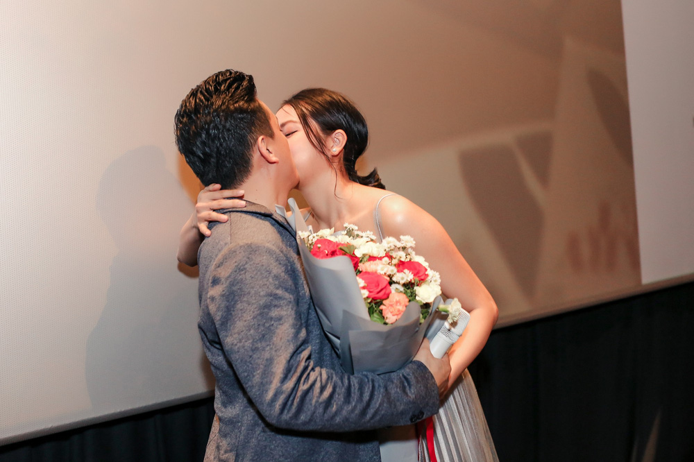 Lam Trường ôm hôn bà xã tình cảm giữa tin đồn hôn nhân trục trặc - Ảnh 2.