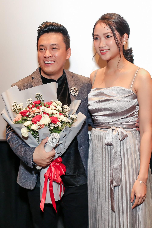 Lam Trường ôm hôn bà xã tình cảm giữa tin đồn hôn nhân trục trặc - Ảnh 5.