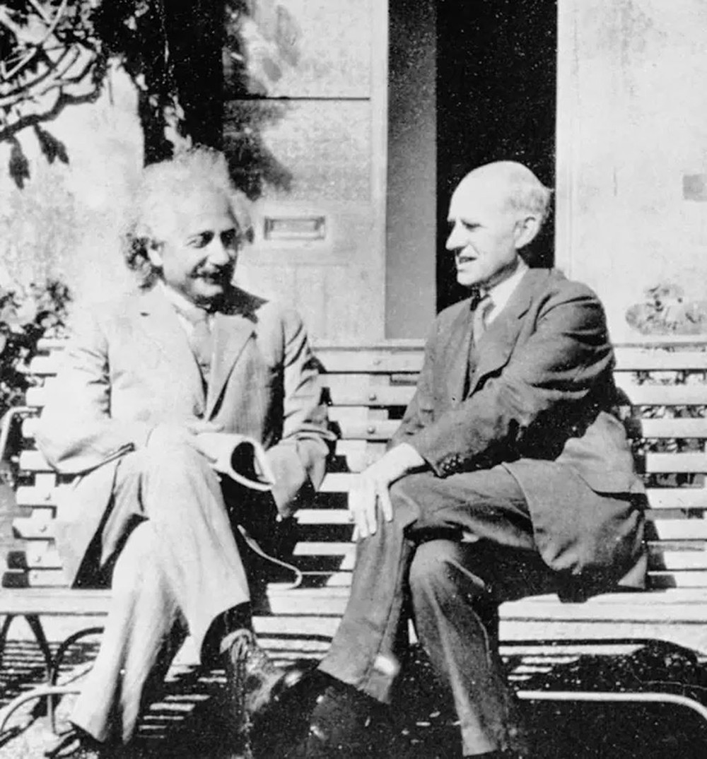 Sự vĩ đại của Einstein: Lật đổ định luật tồn tại 200 năm của Newton - Ảnh 2.