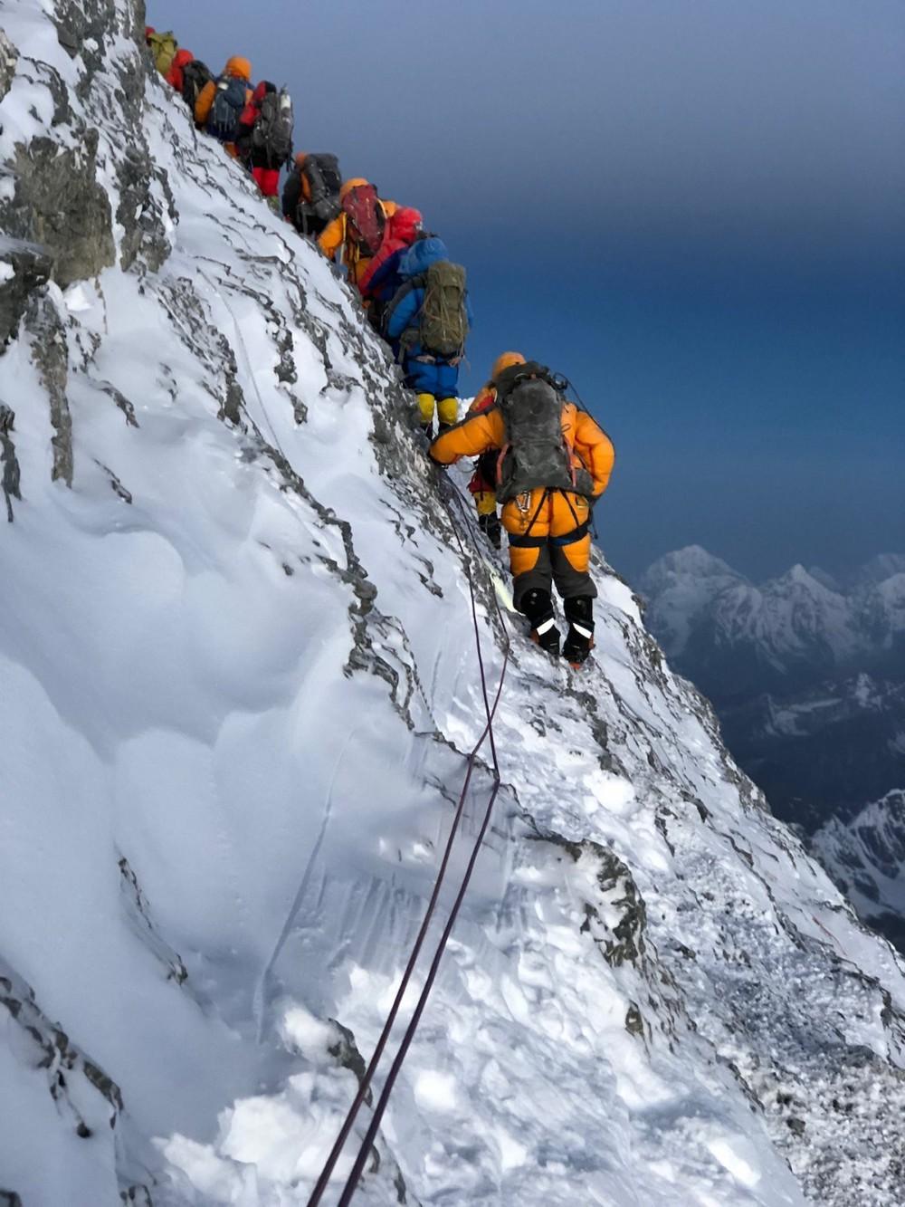 Địa ngục sống trên Everest: Nơi tàn phá cơ thể trong từng tế bào khiến con người bỏ mạng - Ảnh 7.