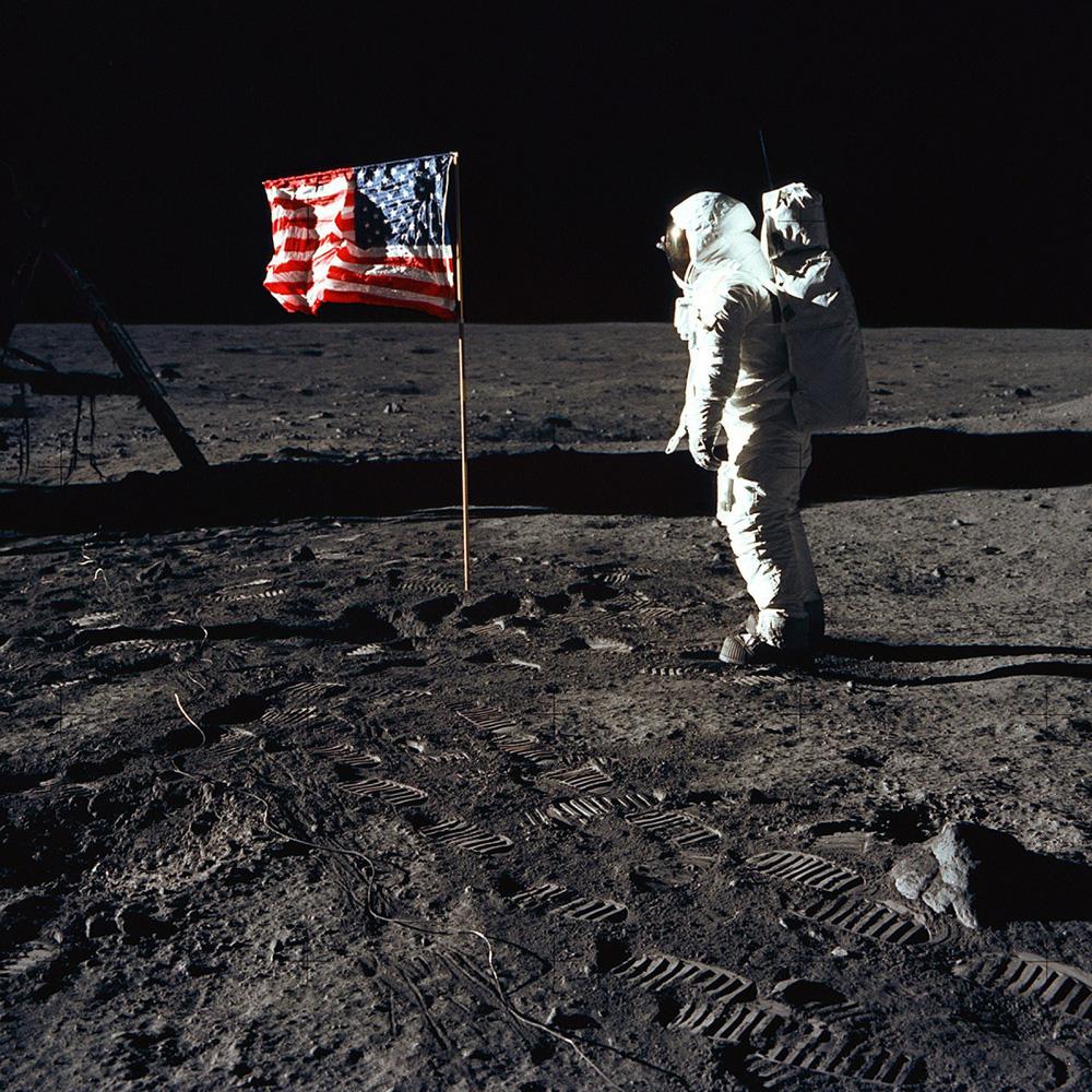 Đổ bộ Mặt Trăng là trò bịp vĩ đại của Mỹ? 5 thuyết âm mưu đã bị đập tan thế nào? - Ảnh 2.