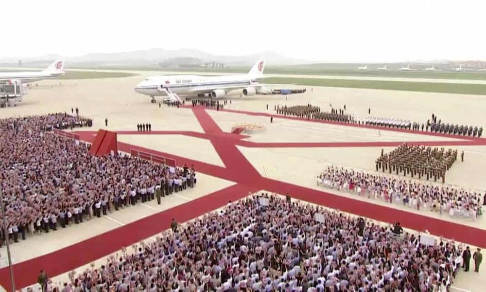 """Được 250.000 người dân Triều Tiên ra đón, Chủ tịch Tập Cận Bình cảm thấy như """"người một nhà"""" - Ảnh 1."""