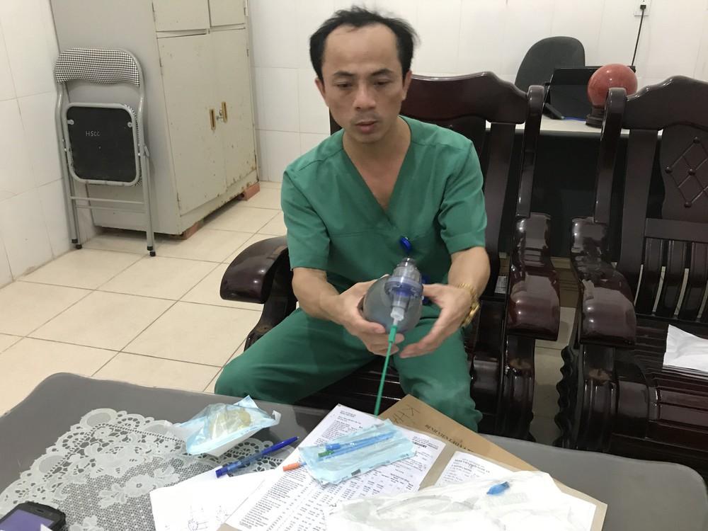 7 phút sinh tử cứu bé trai 21 tháng tuổi bị hóc thạch rau câu - Ảnh 2.
