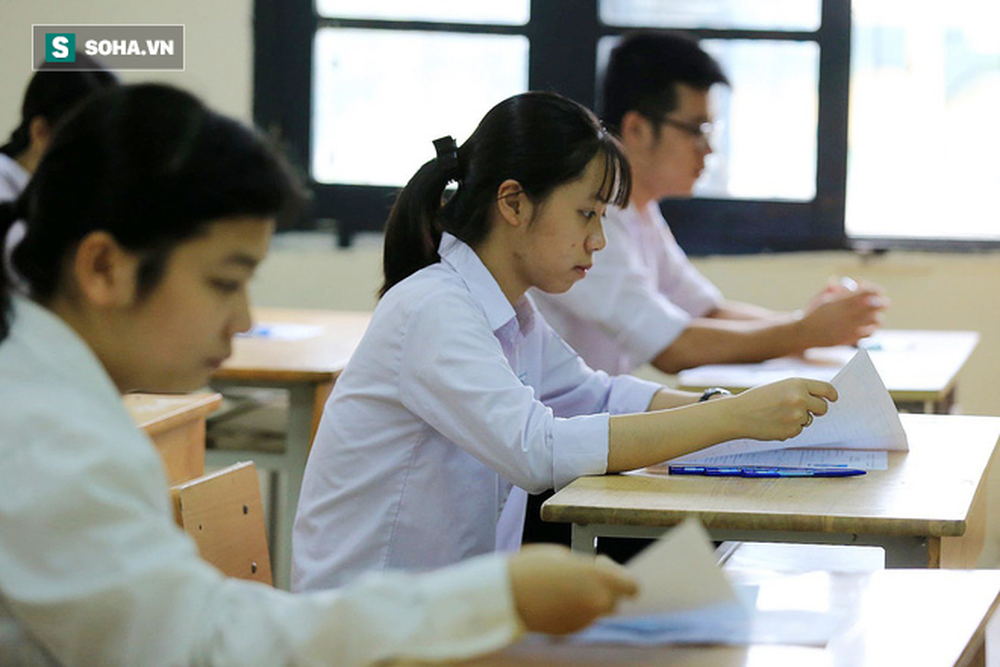 Thời tiết mát mẻ, hơn 75.000 thí sinh Hà Nội thoải mái bước vào môn thi Ngữ văn - Ảnh 8.