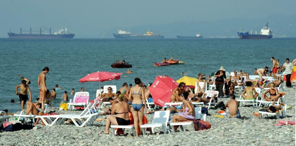 Làn sóng chống Nga nóng rực ở Gruzia, Moskva có dám động binh như năm 2008? - Ảnh 2.