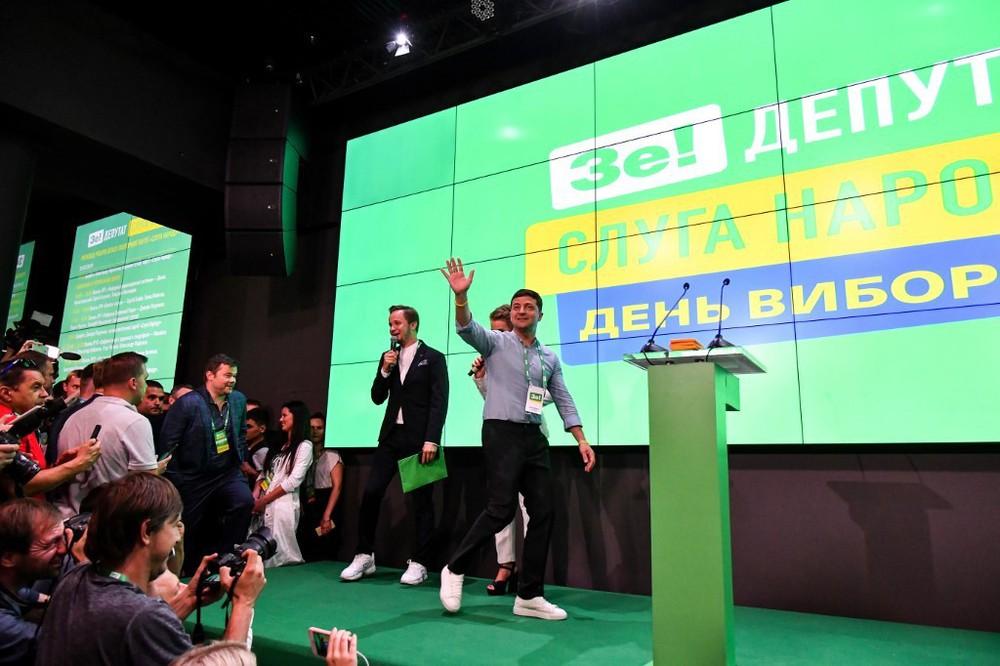 Chuyên gia Nga: Đại thắng trước đảng chiến tranh, chính quyền tân TT Ukraine liệu có gan xử lý Donbass? - Ảnh 1.