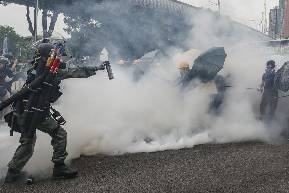 Lần đầu phải họp báo cấp cao kể từ 1997 vì Hồng Kông nóng vượt kiểm soát, chính phủ TQ nói gì? - Ảnh 3.