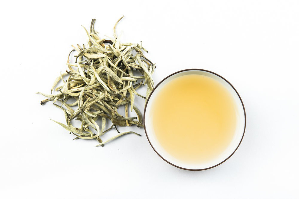 Công dụng tuyệt vời của bạch trà: Đây là lý do món đồ uống này vừa hiếm vừa đắt - Ảnh 3.