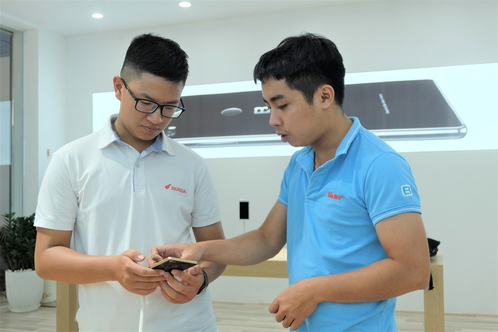 Bên trong tổ hợp dịch vụ khách hàng Bphone Store vừa ra mắt ở Hà Nội - Ảnh 4.