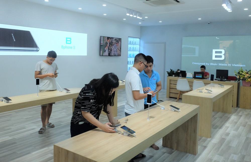 Bên trong tổ hợp dịch vụ khách hàng Bphone Store vừa ra mắt ở Hà Nội - Ảnh 2.