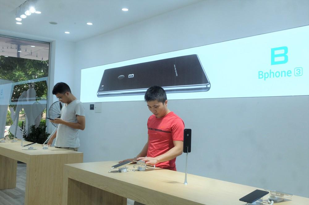 Bên trong tổ hợp dịch vụ khách hàng Bphone Store vừa ra mắt ở Hà Nội - Ảnh 5.