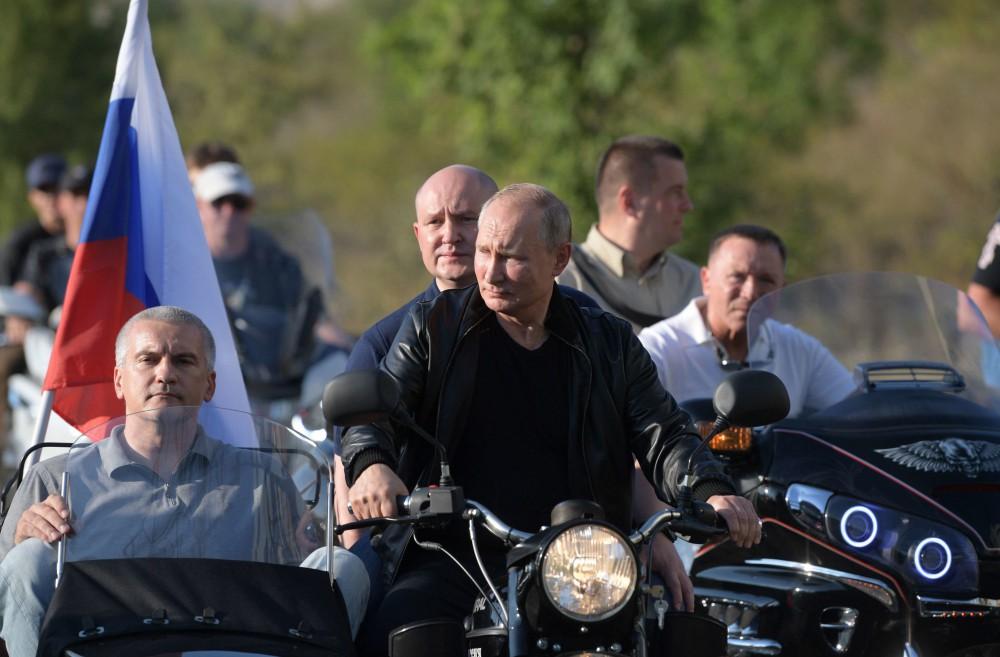 Video: Tổng thống Putin oai vệ lái xe phân khối lớn chở quan chức Crưm dự lễ hội motor  - Ảnh 4.