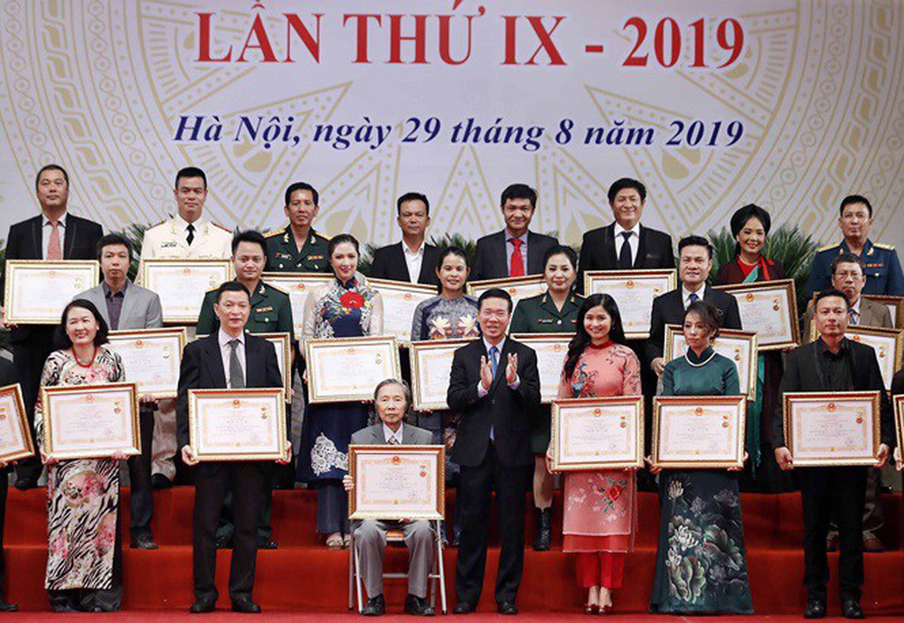 Đặng Châu Anh - bà xã đạo diễn Đỗ Thanh Hải nhận danh hiệu NSƯT - Ảnh 1.
