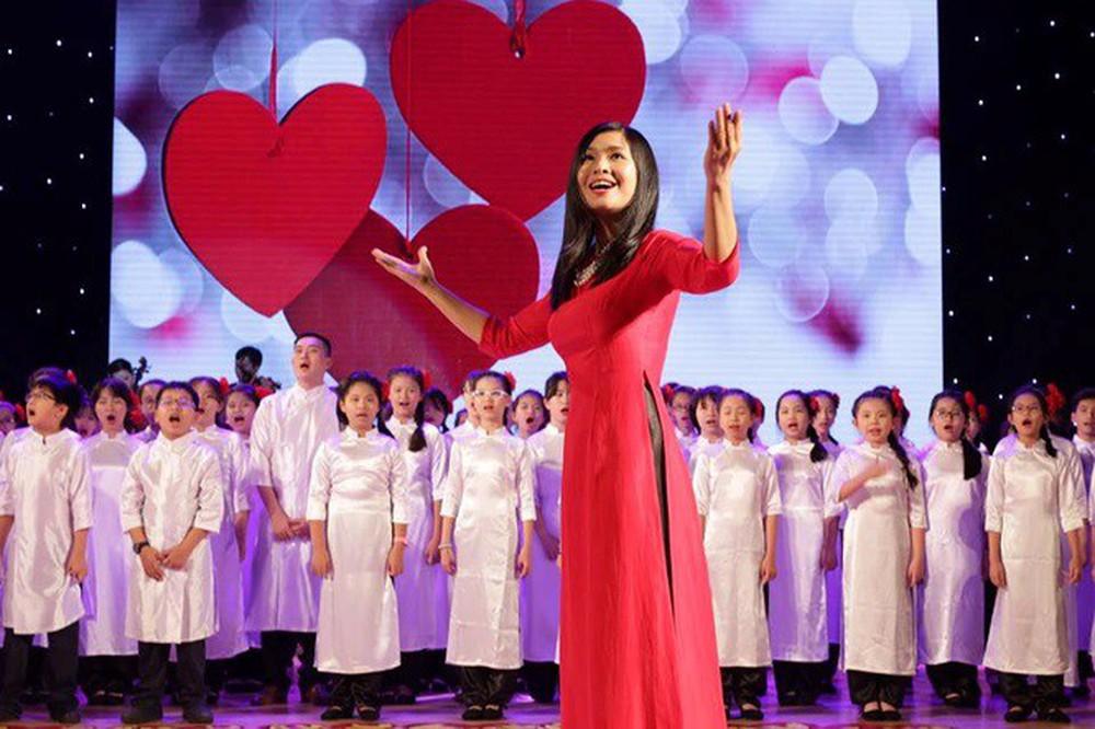 Đặng Châu Anh - bà xã đạo diễn Đỗ Thanh Hải nhận danh hiệu NSƯT - Ảnh 2.