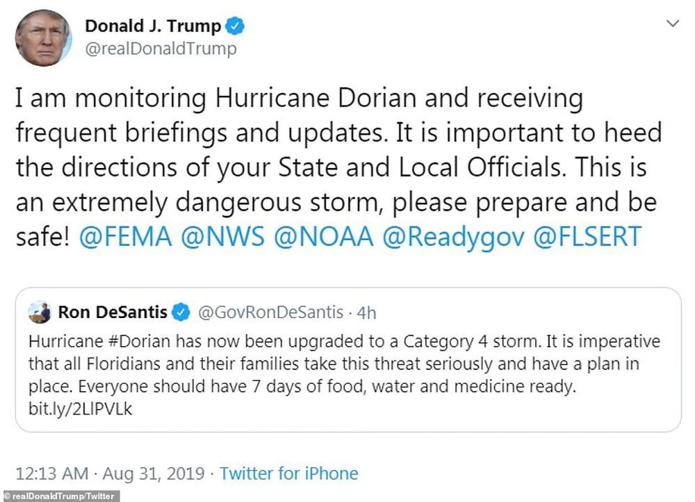 Bão quái vật Dorian sắp đổ bộ, dân Mỹ giằng chống nhà cửa, vét sạch siêu thị - Ảnh 9.