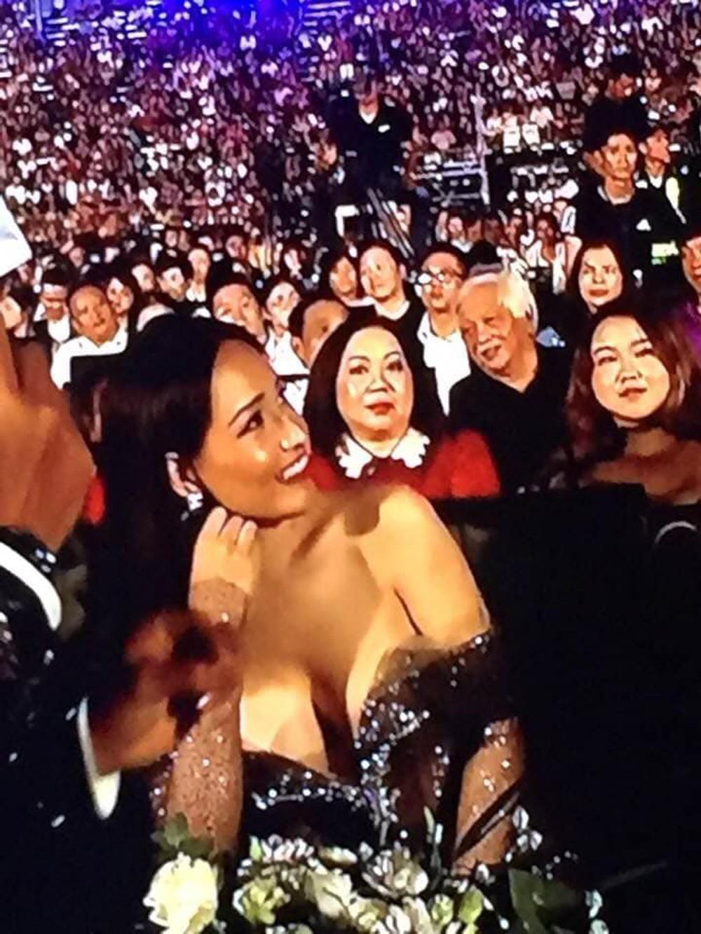 Mai Phương Thúy bị bàn tán vì khoảnh khắc gợi cảm tại Hoa hậu Thế giới Việt Nam 2019 - Ảnh 1.