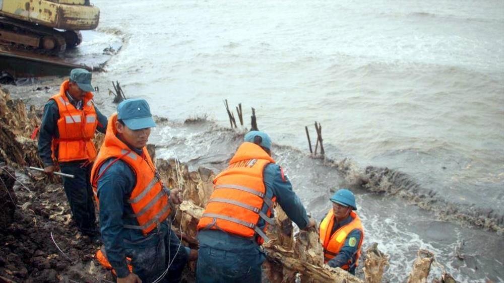 Cà Mau xin hỗ trợ khẩn cấp 226 tỉ đồng bảo vệ đê biển Tây - Ảnh 2.