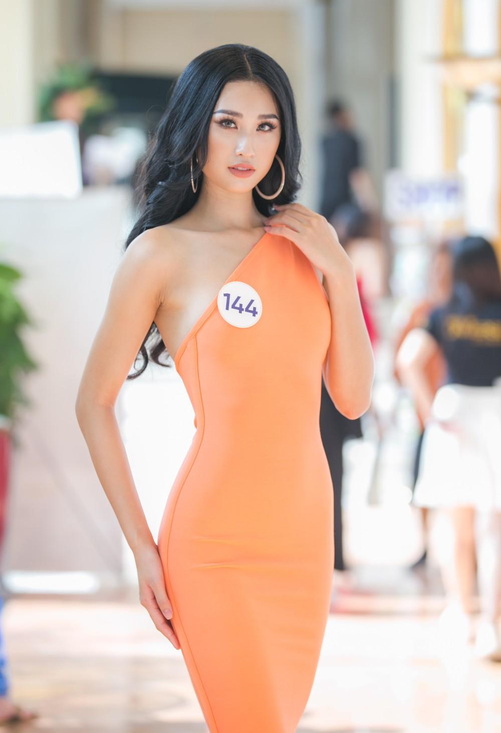 Thí sinh Hoa hậu Hoàn vũ Việt Nam 2019 nói gì khi được nhận xét giống Phạm Hương? - Ảnh 2.