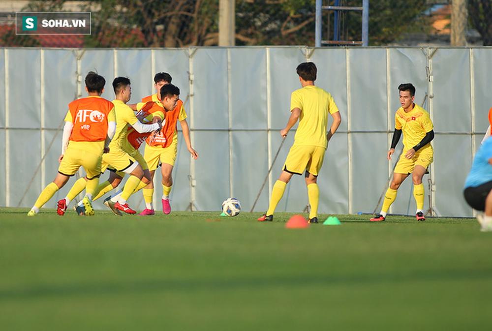 Sau ưu ái từ AFC, thầy Park nắn gân học trò, cho U23 Việt Nam rèn bài tủ chờ đấu U23 UAE - Ảnh 8.