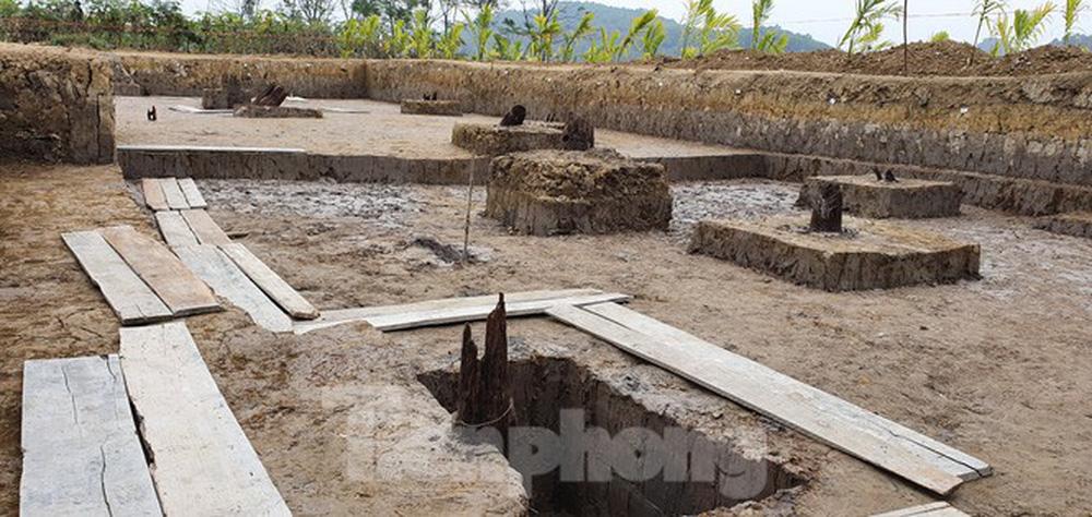 Thêm 13 cọc gỗ nghi liên quan đến trận Bạch Đằng phát lộ ở Hải Phòng - Ảnh 2.