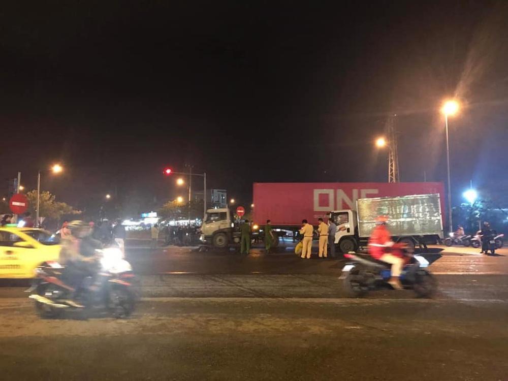 Vượt đèn đỏ ở giao lộ, thanh niên gặp tai nạn thảm khốc - Ảnh 1.