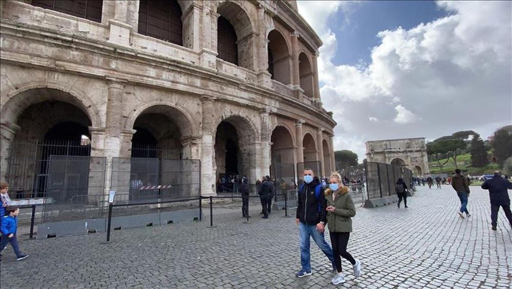Covid-19: Lời khẩn cầu dồn nén 4 từ KHÔNG ĐÚNG vì nạn tin giả khủng khiếp về Italy - Ảnh 2.