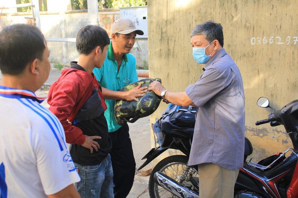 Cảm động những chiến binh khử khuẩn ở Bình Thuận - Ảnh 8.