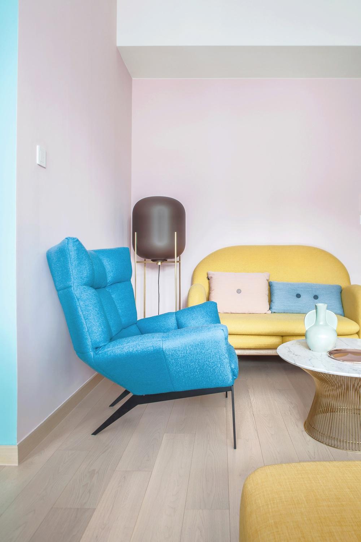 Từ nhàm chán nhạt nhẽo, căn hộ 46m² đã được lột xác với tường và đồ nội thất có màu rực rỡ - Ảnh 5.