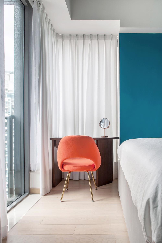 Từ nhàm chán nhạt nhẽo, căn hộ 46m² đã được lột xác với tường và đồ nội thất có màu rực rỡ - Ảnh 6.