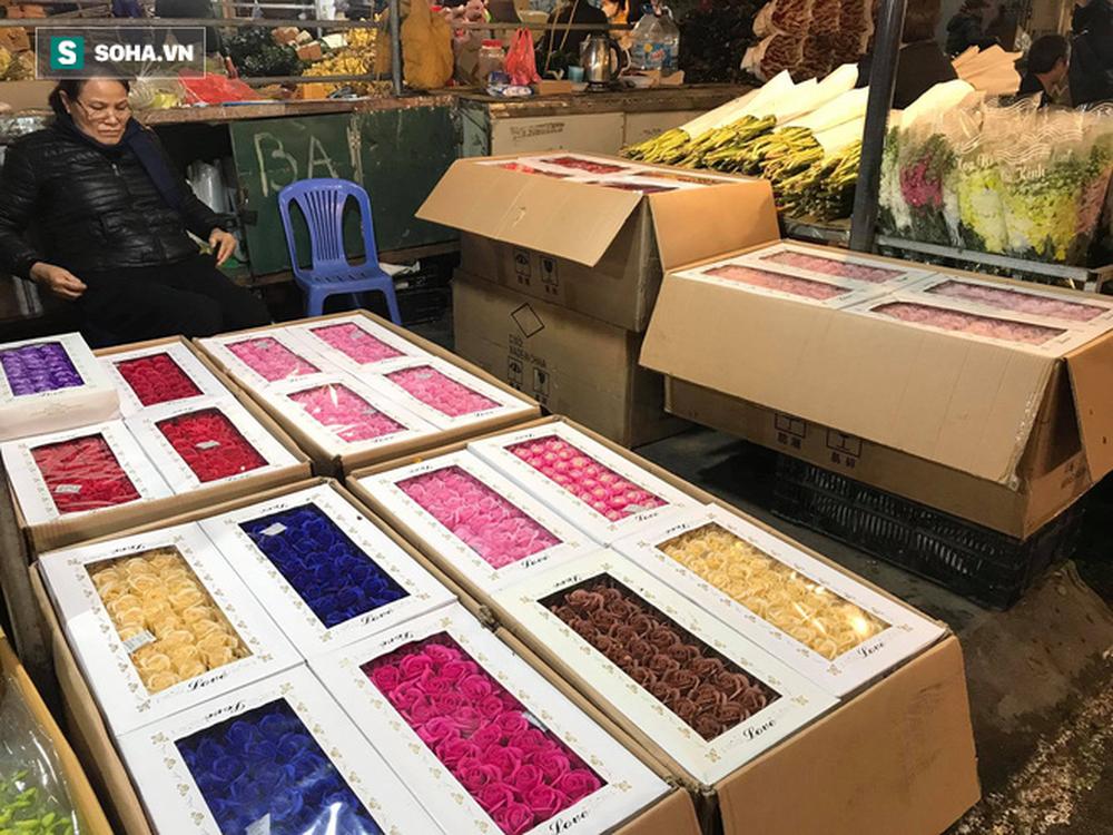 Doanh thu giảm 80%, tiểu thương chợ hoa Quảng An chỉ dám nhập cầm chừng - Ảnh 11.