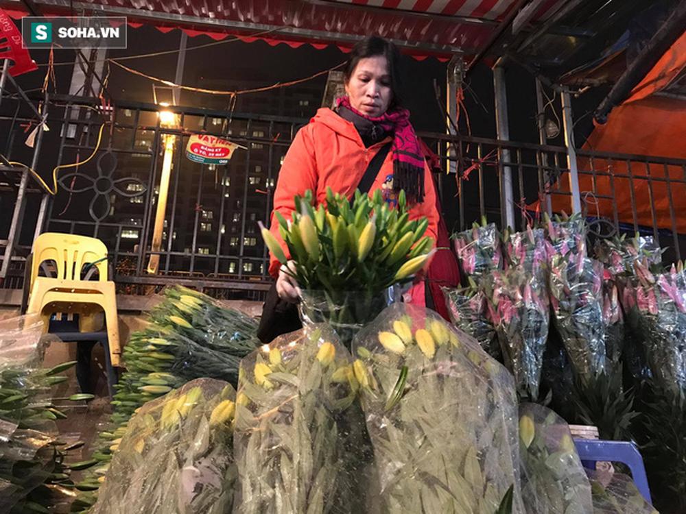 Doanh thu giảm 80%, tiểu thương chợ hoa Quảng An chỉ dám nhập cầm chừng - Ảnh 4.