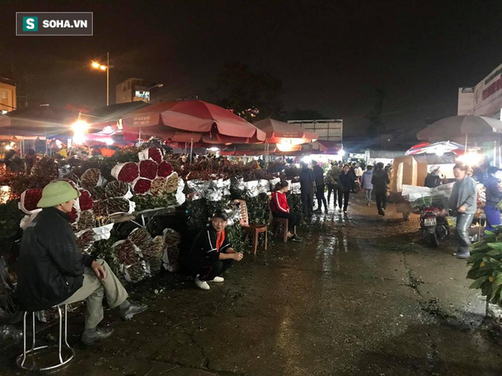 Doanh thu giảm 80%, tiểu thương chợ hoa Quảng An chỉ dám nhập cầm chừng - Ảnh 1.