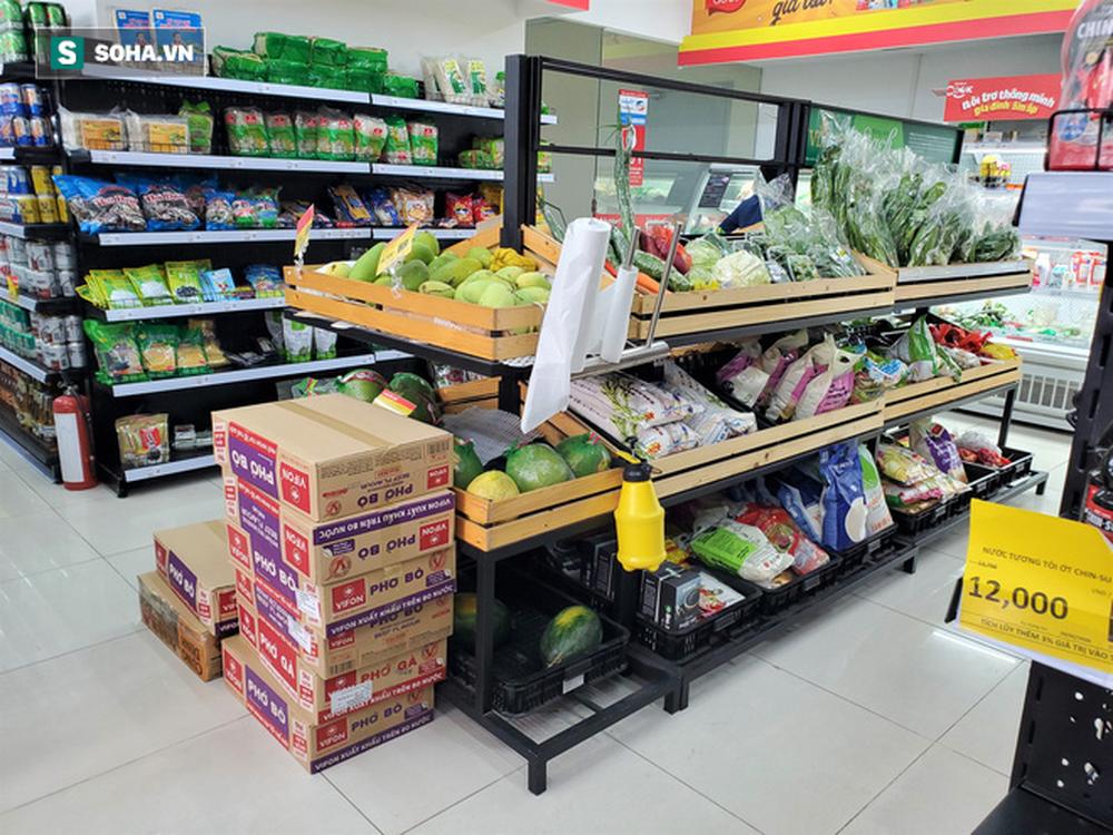 Chỉ trong 1 giờ, nhiều siêu thị ở Hà Nội bổ sung thần tốc nhu yếu phẩm cung ứng cho người dân - Ảnh 9.