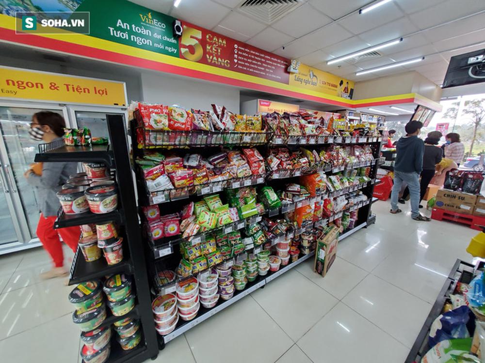 Chỉ trong 1 giờ, nhiều siêu thị ở Hà Nội bổ sung thần tốc nhu yếu phẩm cung ứng cho người dân - Ảnh 10.
