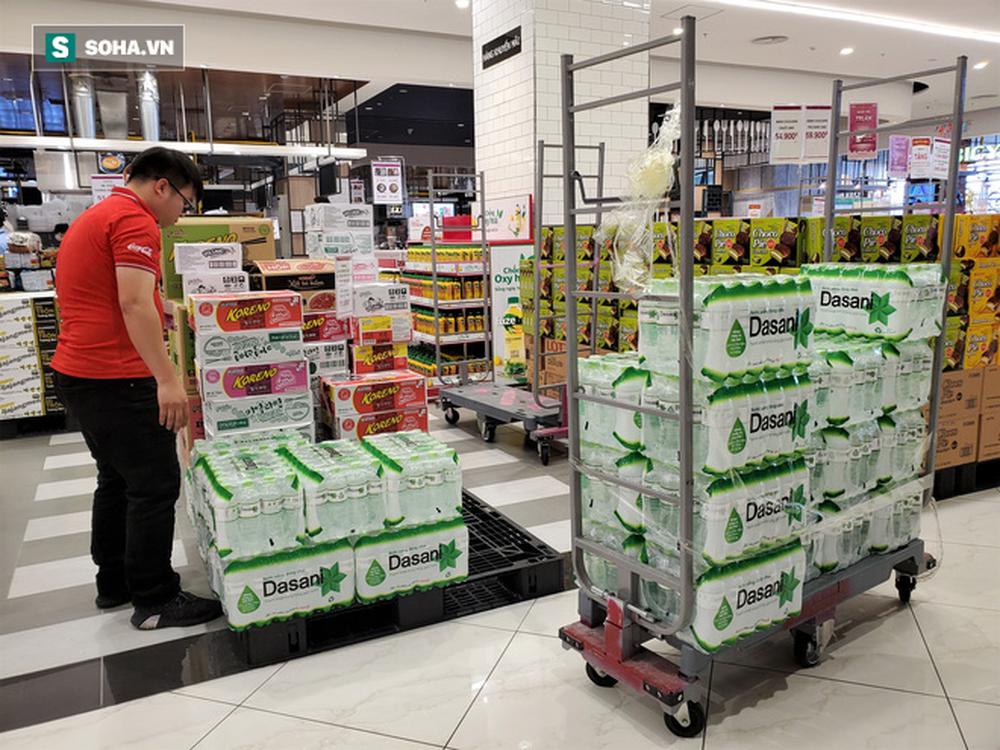 Chỉ trong 1 giờ, nhiều siêu thị ở Hà Nội bổ sung thần tốc nhu yếu phẩm cung ứng cho người dân - Ảnh 1.