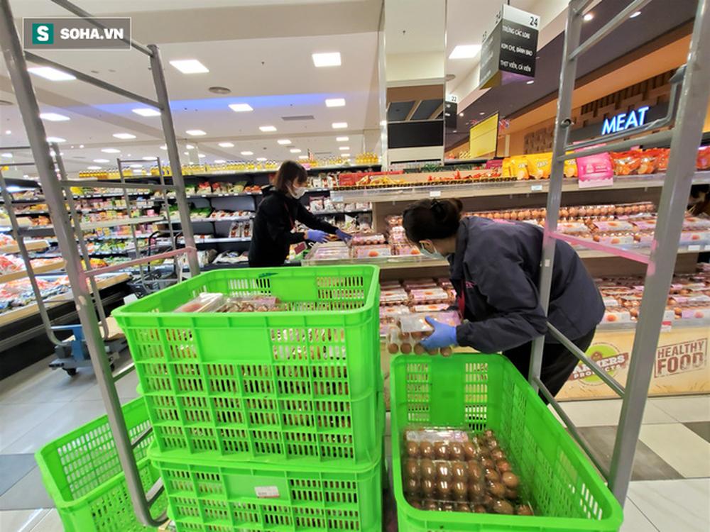 Chỉ trong 1 giờ, nhiều siêu thị ở Hà Nội bổ sung thần tốc nhu yếu phẩm cung ứng cho người dân - Ảnh 3.