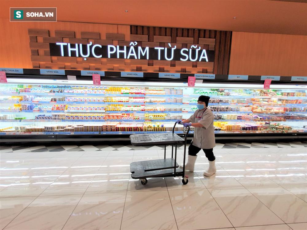 Chỉ trong 1 giờ, nhiều siêu thị ở Hà Nội bổ sung thần tốc nhu yếu phẩm cung ứng cho người dân - Ảnh 5.