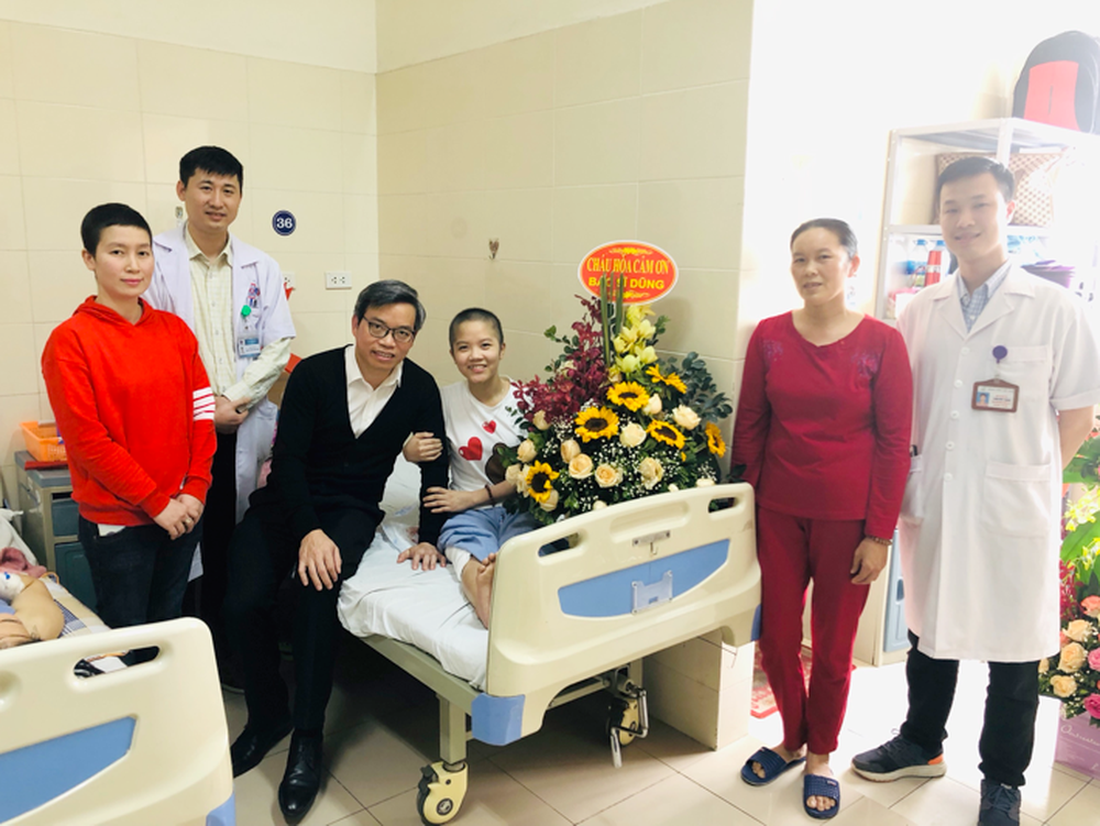 Lần đầu tiên ở Việt Nam: Cô gái ung thư xương được thay xương đùi nhân tạo - Ảnh 7.