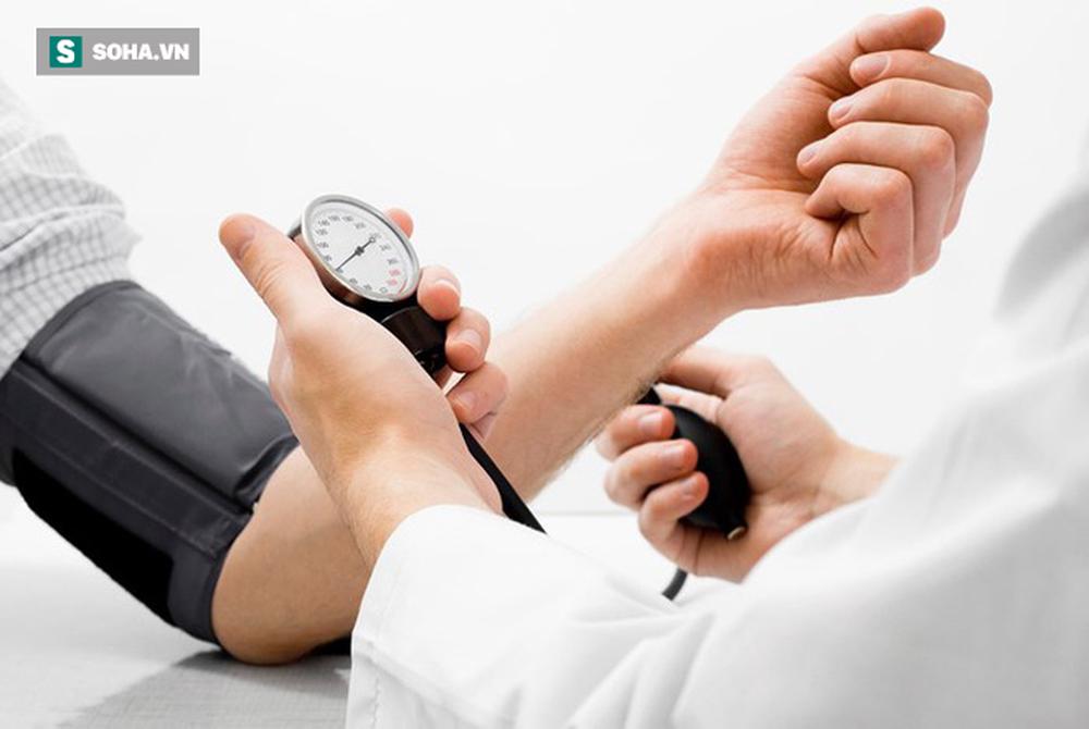 Bệnh cao huyết áp ngày càng phổ biến, nguy hiểm: Nên làm 4 việc để điều hòa huyết áp ngay - Ảnh 2.