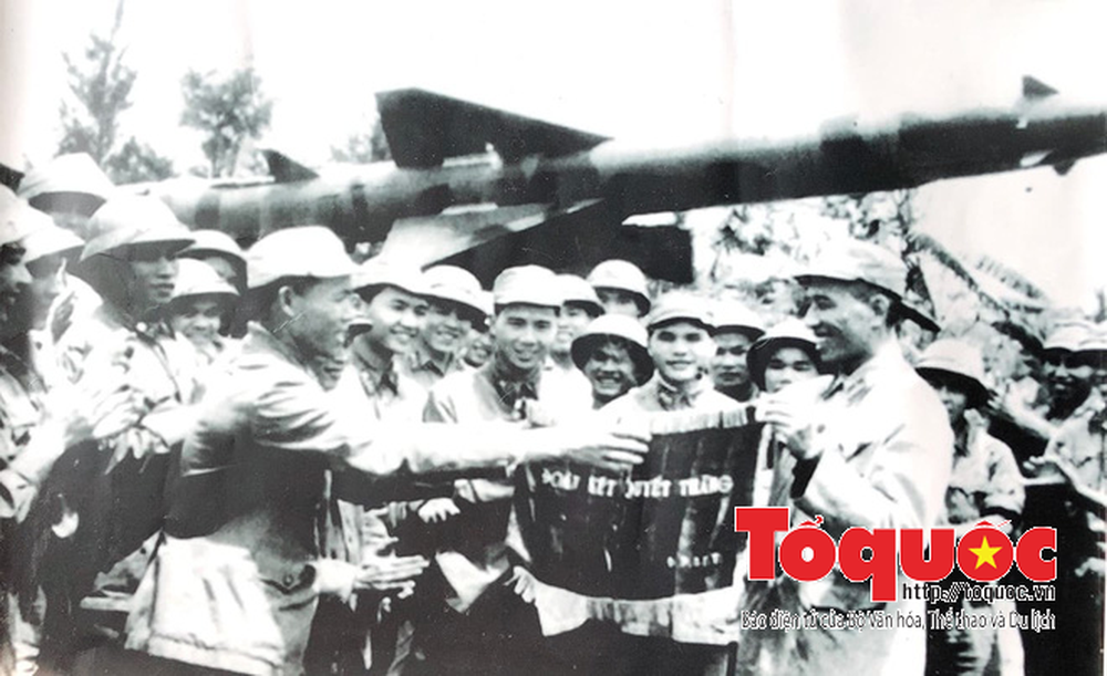 Bác Hồ cho lập đường dây nóng xuống thẳng Quân chủng PK-KQ và lẵng hoa cuối cùng của Người - Ảnh 2.