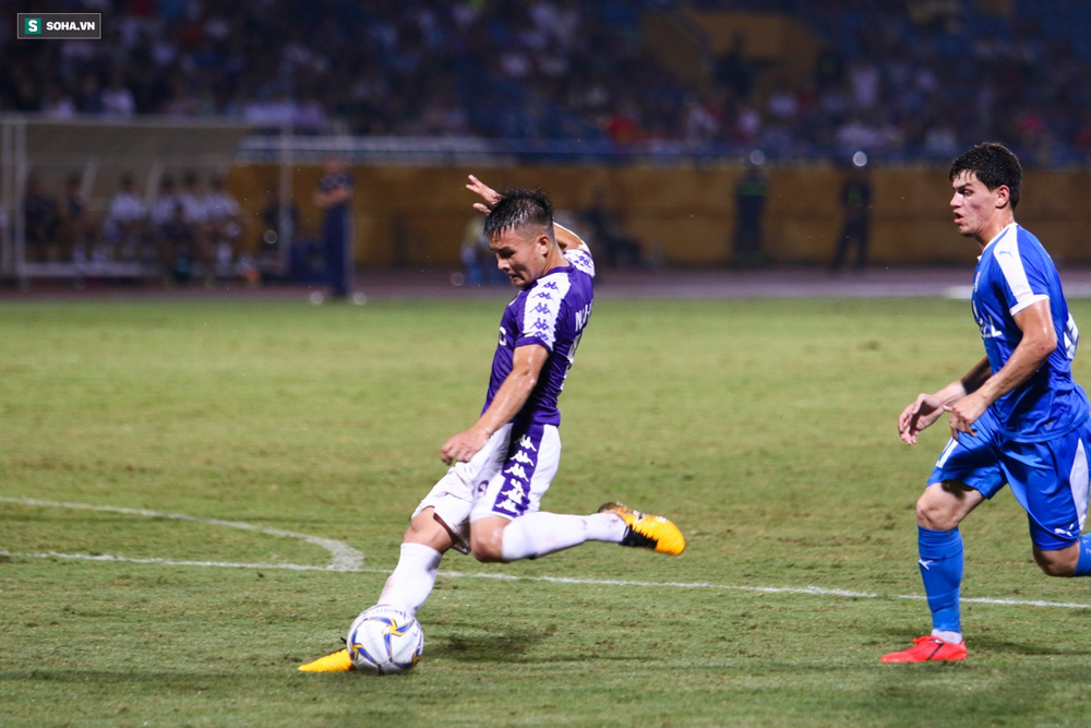 HLV Nguyễn Thành Vinh: Cầu thủ Việt Nam từ trẻ đến lớn đều chưa chuyên nghiệp - Ảnh 1.