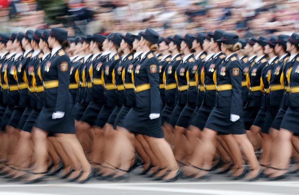24h qua ảnh: Nữ quân nhân Belarus duyệt binh mừng chiến thắng phát xít - Ảnh 5.
