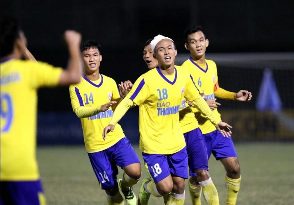HLV Nguyễn Thành Vinh: Cầu thủ Việt Nam từ trẻ đến lớn đều chưa chuyên nghiệp - Ảnh 4.