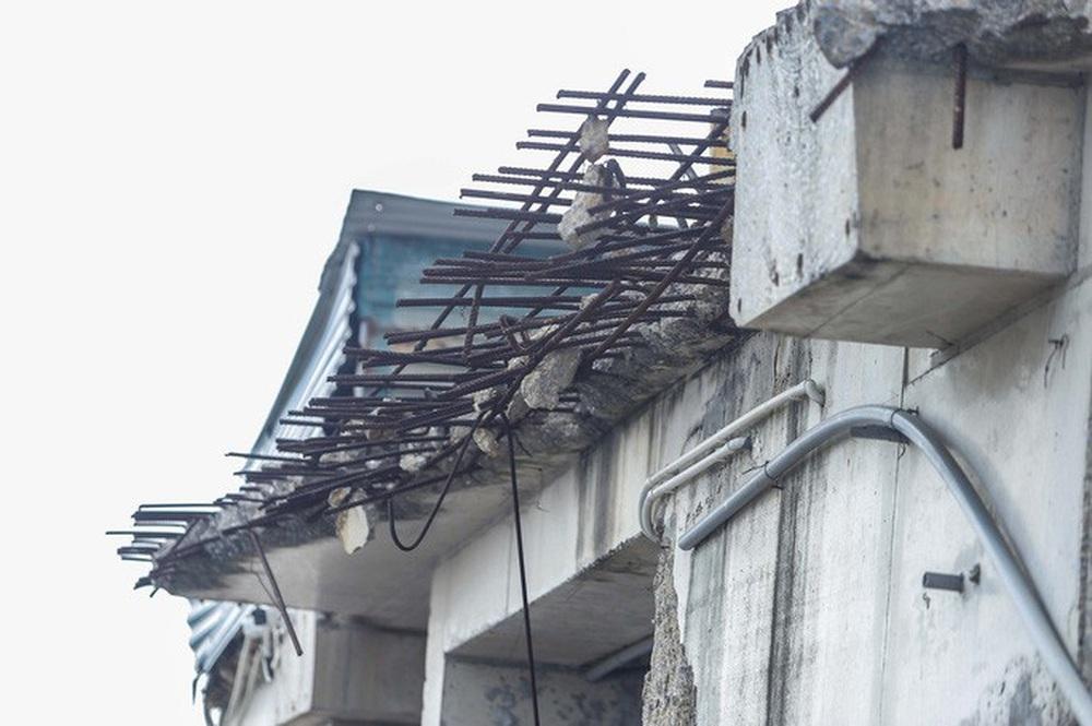 Cận cảnh phá dỡ tầng 18 tòa nhà 8B Lê Trực - Ảnh 7.