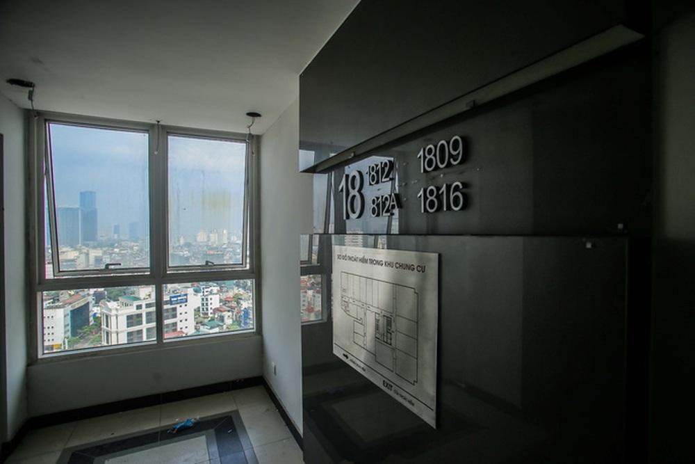 Cận cảnh phá dỡ tầng 18 tòa nhà 8B Lê Trực - Ảnh 8.
